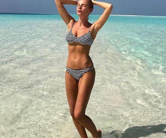 alessia marcuzzi 3 535x445 - Wow, che fisico! Alessia Marcuzzi al sole stende tutti (FOTO)