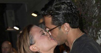 corona silvia provvedi 5 390x205 - Fabrizio Corona e Silvia Provvedi, baci nella notte romana: sono ancora insieme (FOTO)