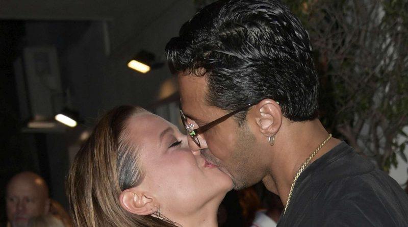 corona silvia provvedi 5 800x445 - Fabrizio Corona e Silvia Provvedi, baci nella notte romana: sono ancora insieme (FOTO)
