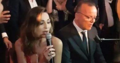 annatatangelo gigidalessio 390x205 - Anna Tatangelo e Gigi D'Alessio, torna il sereno. Insieme a un matrimonio cantano per gli sposi (VIDEO)