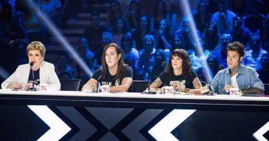 asia argento x factor 2 390x205 - Asia Argento presente a X-Factor a 24 ore dal suicidio del compagno...(FOTO)