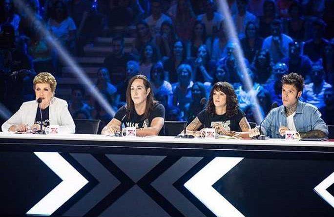asia argento x factor 2 684x445 - Asia Argento presente a X-Factor a 24 ore dal suicidio del compagno...(FOTO)