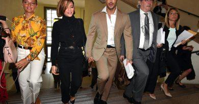 corona fabrizio 390x205 - Fabrizio Corona torna in Tribunale mano nella mano e sempre più uniti con la fidanzata Silvia (FOTO)