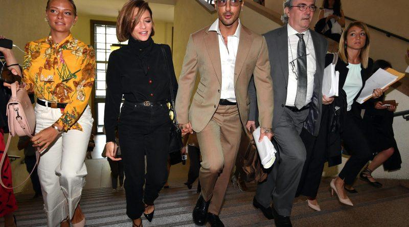 corona fabrizio 800x445 - Fabrizio Corona torna in Tribunale mano nella mano e sempre più uniti con la fidanzata Silvia (FOTO)