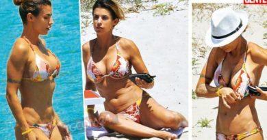 elisabetta canalis 1 390x205 - Elisabetta Canalis, seno nuovo per la showgirl? (FOTO)