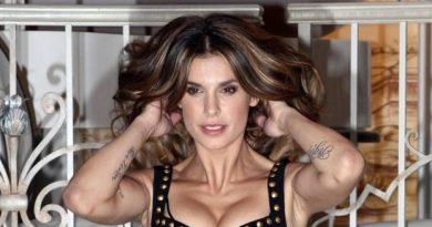 elisabetta canalis 390x205 - Elisabetta Canalis, i lividi sospetti sulle gambe preoccupano i fan: l'ex velina tranquillizza tutti