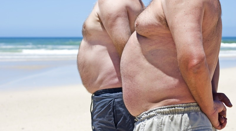 pancia in spiaggia 1 - La moda dell'estate è avere la pancia!!!!