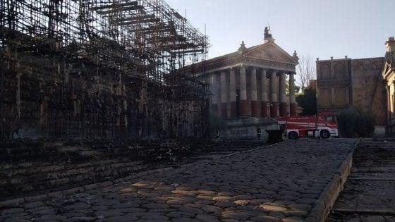 103231154 a8db6f79 4503 43a2 b216 df652c9f64f7 - Cinecittà, incendio nella notte: distrutto il gigantesco set di Roma Antica