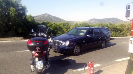 Lo scooter di George Clooney coinvolto nello scontro. Per gentile concessione de 'La Nuova Sardegna' © ANSA