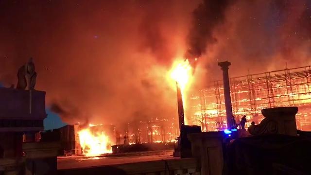 579917 thumb full cinecitaincendio180707ca - Cinecittà, incendio nella notte: distrutto il gigantesco set di Roma Antica