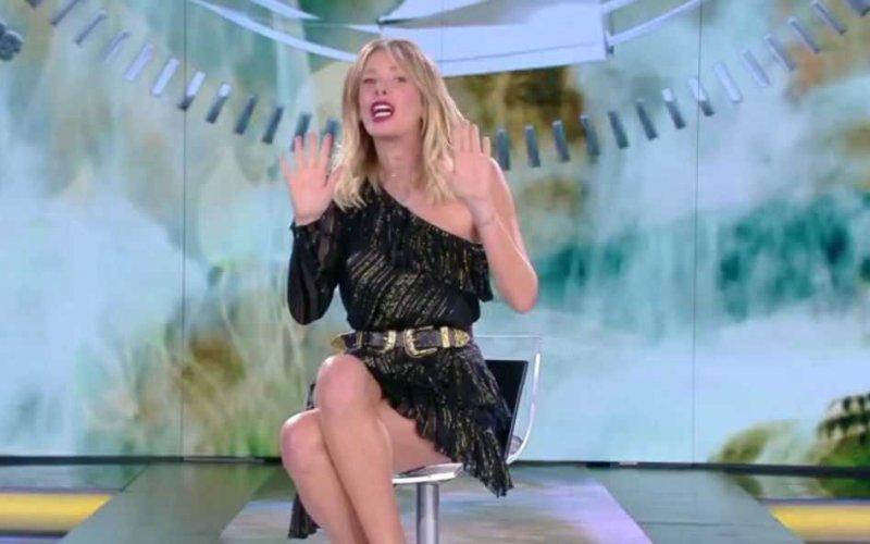 Alessia-Marcuzzi-Isola-dei-Famosi-2018-stefano-de-martino-luxuria