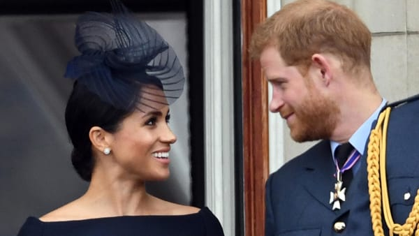 harry-meghan-bacio-kiss-incinta-bambino