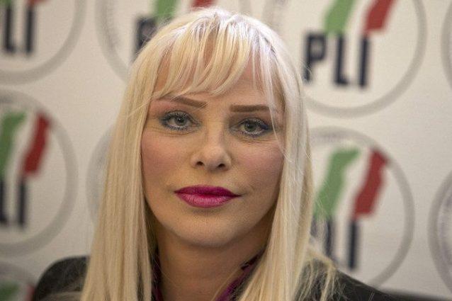 Pignorato vitalizio a Ilona Staller, l'ex pornostar non ci s