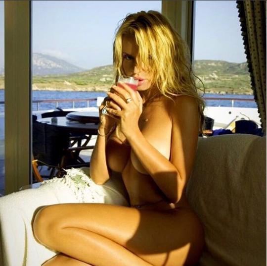 valeria-marini-nuda-hot-sexy