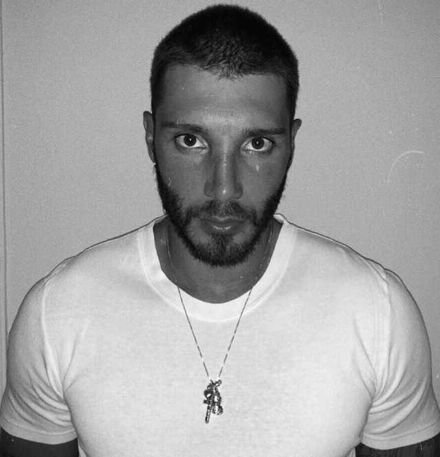 Stefano-de-martino-programma-italia-uno-cambio-look-capelli-rasati