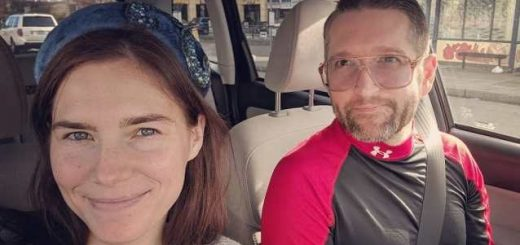 Amanda-Marie-Knox-Christopher-Gerald-Robinson-sposi-married-et-extra-terrestre